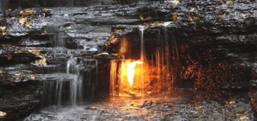 영원히 타오르는 불꽃의 폭포(Eternal flame falls)