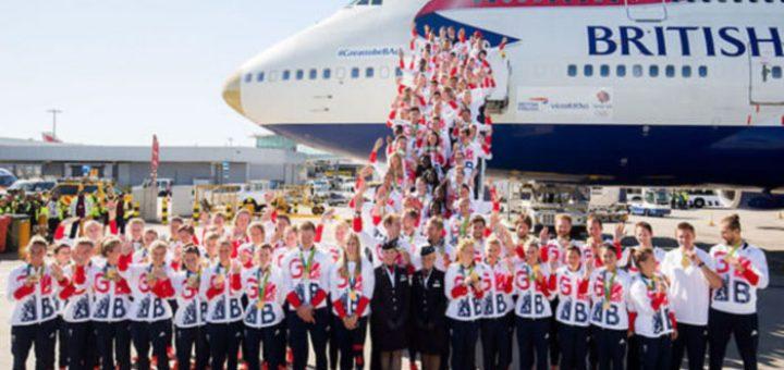 공항을 벗어날 수 없었던 영국 국가 대표팀